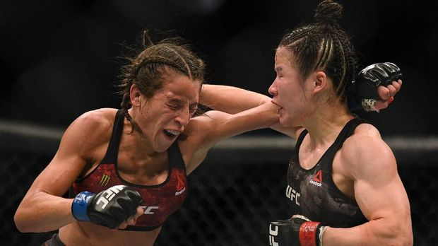 LAS VEGAS, NEVADA - MARCH 07: Weili Zhang punches Joanna Jedrzejczyk to a split decision win at T-Mobile Arena on March 07, 2020 in Las Vegas, Nevada.   Harry How/Getty Images/AFP