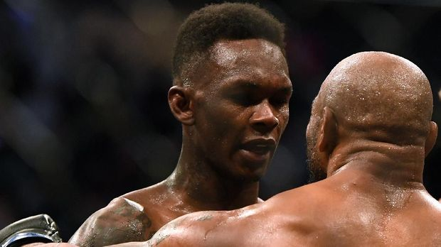 LAS VEGAS, NEVADA - MARCH 07: Israel Adesanya and Yoel Romero talk after a decision win to retain the middleweight title at T-Mobile Arena on March 07, 2020 in Las Vegas, Nevada.   Harry How/Getty Images/AFP