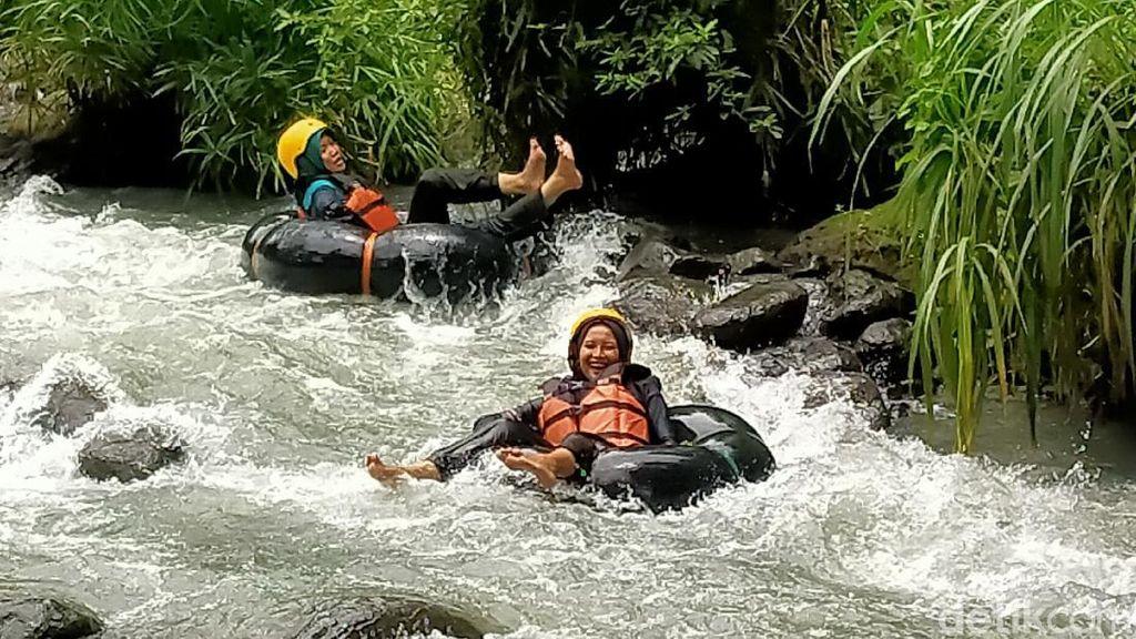 Potret River Tubing di Kali Pusur Klaten