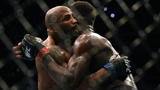 LAS VEGAS, NEVADA - MARCH 07: Yoel Romero holds Israel Adesanya, losing to Adesanya in a decision in the middleweight title at T-Mobile Arena on March 07, 2020 in Las Vegas, Nevada.   Harry How/Getty Images/AFP