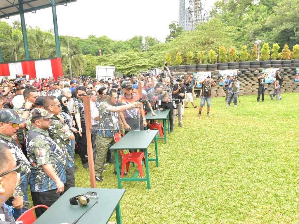 Ketua MPR Gelorakan Cinta Tanah Air Lewat Olahraga Menembak