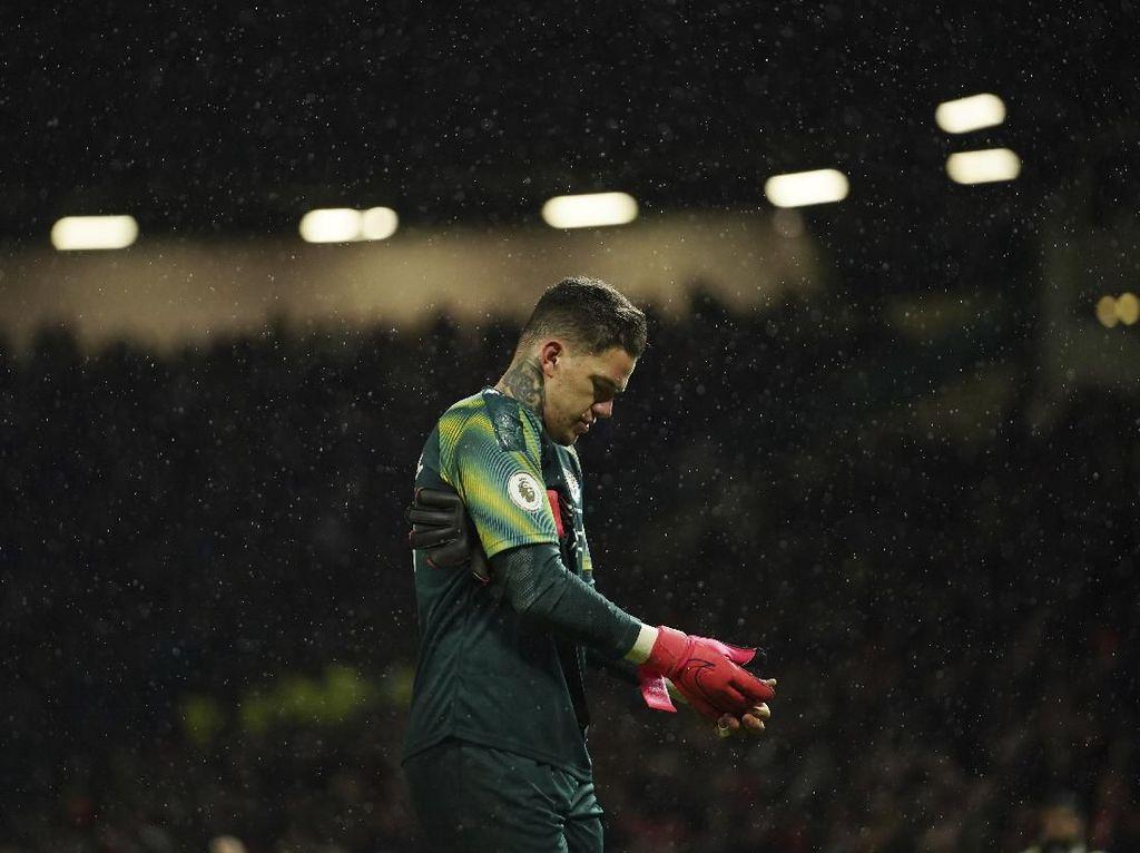 Man City Terjungkal, Guardiola Enggan Salahkan Ederson