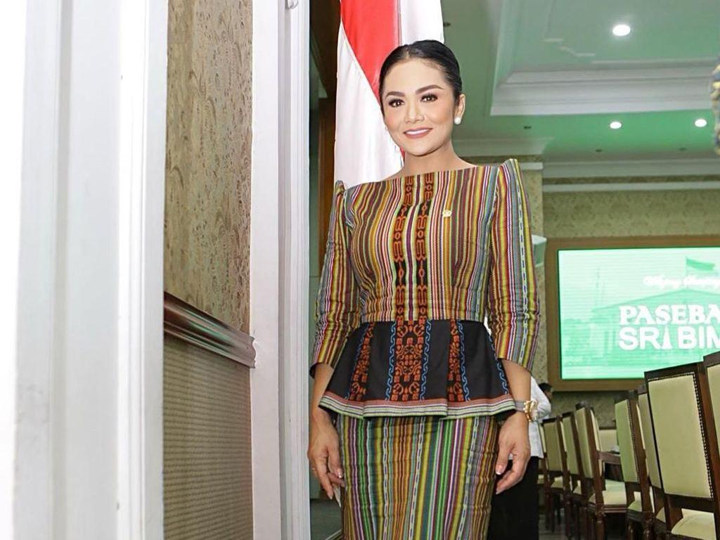 7 Gaya Anggun Krisdayanti Pakai Baju Etnik Saat Tugas Jadi Anggota DPR