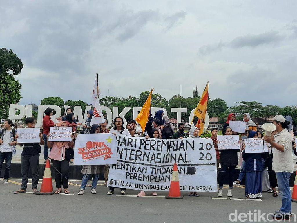 Massa Mahasiswa di Purwokerto Demo Tolak Omnibus Law