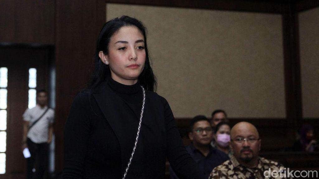 Artis Aima Mawaddah Bersaksi di Sidang Wawan