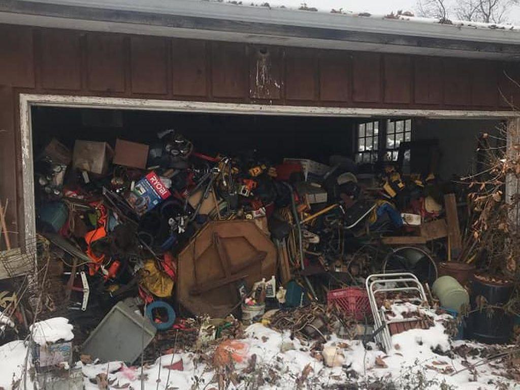 Rejeki Nomplok, Nemu Mobil Langka di Tumpukan Sampah