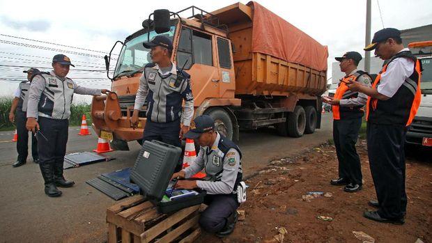 Daftar 26 Titik Razia Truk ODOL di Tol Tanjung Priok-Bandung