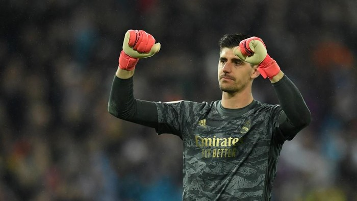 Real Madrids Belgian goalkeeper Thibaut Courtois celebrates his teams second goal during the Spanish League football match between Real Madrid and Barcelona at the Santiago Bernabeu stadium in Madrid on March 1, 2020. (Photo by OSCAR DEL POZO / AFP)