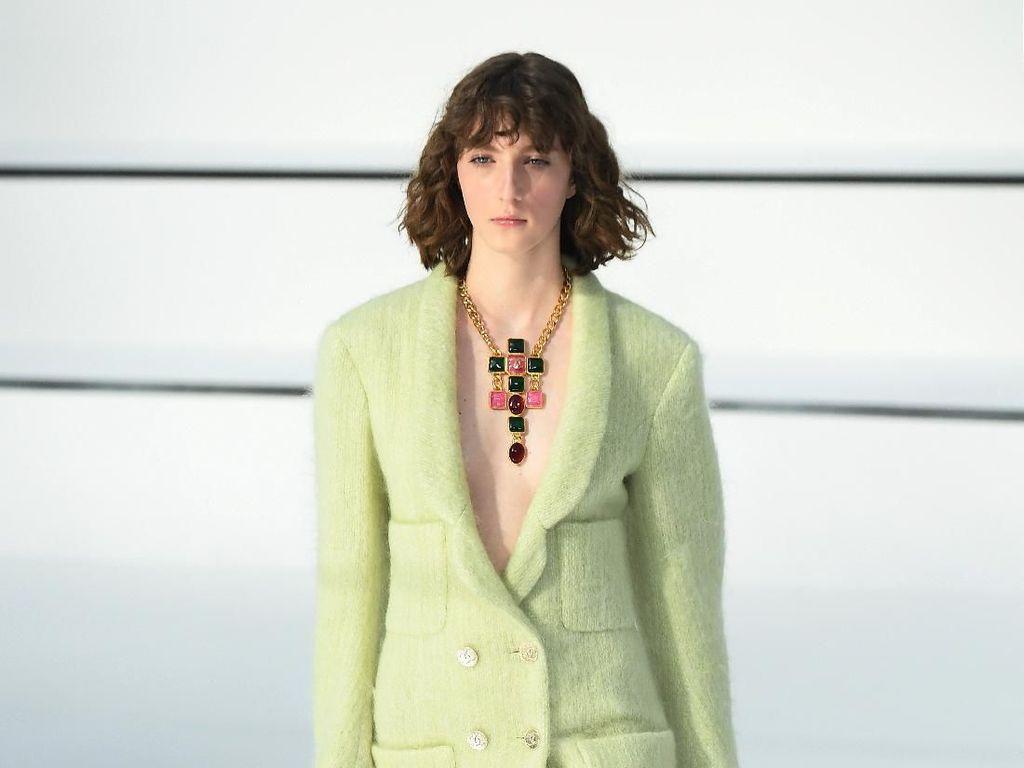 20 Koleksi Busana Terbaru Chanel yang Terinspirasi Sungai Seine, Paris