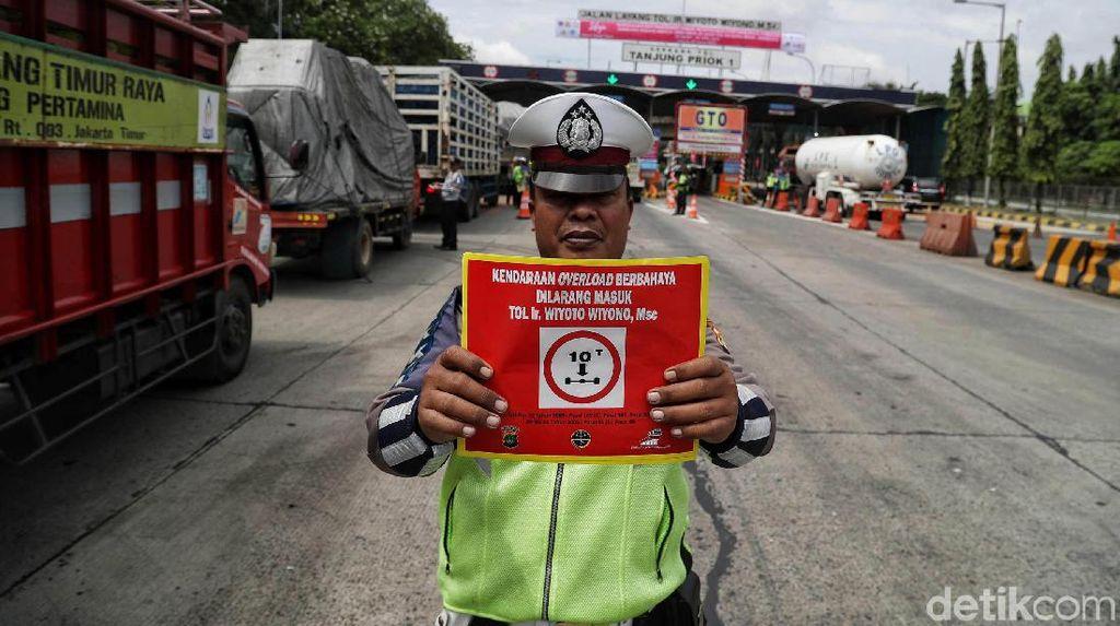 Mulai Hari Ini Truk Gendut Dilarang Lewat Tol Jakarta-Bandung