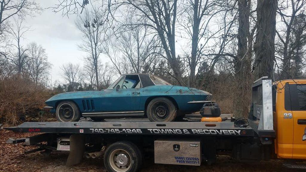 Penemuan Mobil Langka di Tumpukan Sampah