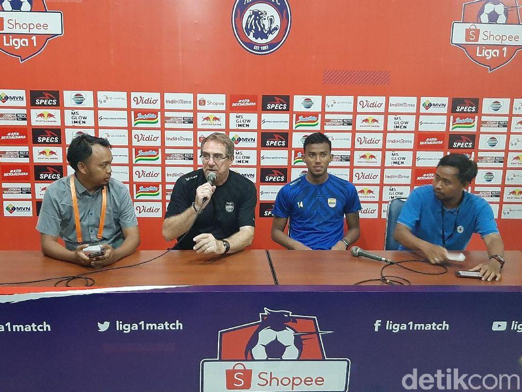 Pelatih Persib Bandung Apresiasi Kepemimpinan Wasit Laga Lawan Arema
