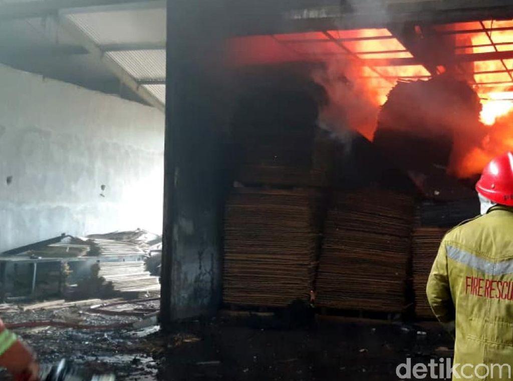 Api Lalap Pabrik Pengolahan Kayu di Sukabumi
