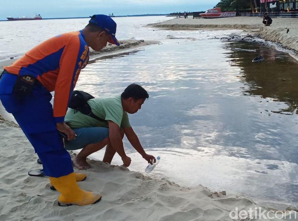 Tumpahan Minyak Cemari Pantai Monpera Balikpapan Sepanjang 1 Mil