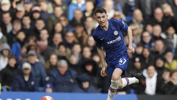 Chelseas Billy Gilmour controls the ball during the English Premier League soccer match between Chelsea and Everton at Stamford Bridge stadium in London, Sunday, March 8, 2020. (AP Photo/Matt Dunham)