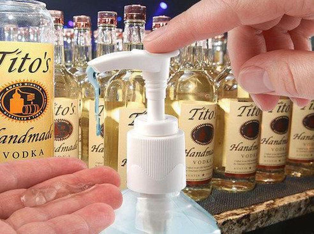 Kehabisan Hand Sanitizer, Orang-orang Cuci Tangan Pakai Vodka