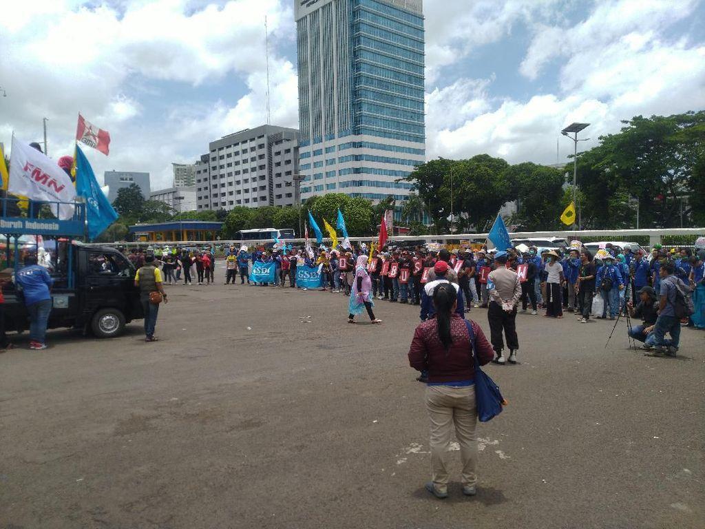 Ada Demo Tolak Omnibus Law di Depan DPR, Arus Lalu Lintas Belum Dialihkan