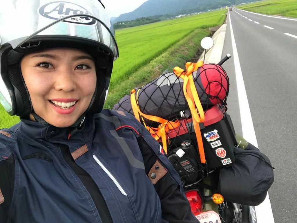 Risa Shimokawara, Si Cantik yang Suka Touring Naik Motor Bebek