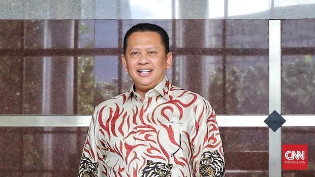 Pimpinan MPR Bambang Soesatyo datang ke Gedung KPK di Kuningan, Jakarta Pusat, bertemu dengan pimpinan KPK Firli Bahuri.  Senin (9/3/2020). Pimpinan MPR yang hadir, yakni Ketua MPR, Bambang Soesatyo didampingi enam wakilnya masing-masing Zulkifli Hasan, Ahmad Basarah, Jazilul Fawaid, Arsul Sani, Hidayat Nur Wahid, dan Fadel Muhammad, melakukan kunjungan balasan terhadap pimpinan KPK waktu lalu ke MPR RI. CNN Indonesia/Andry Novelino