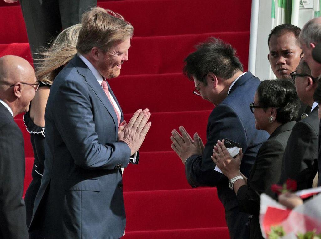 Ketika Jabat Tangan Raja Belanda Hanya Gestur Akibat Corona