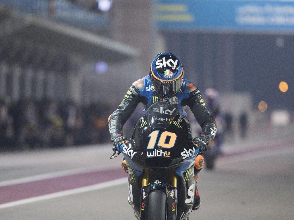 Apesnya Adik Rossi di Moto2 Qatar: Dari Terdepan, Malah Crash Diserempet