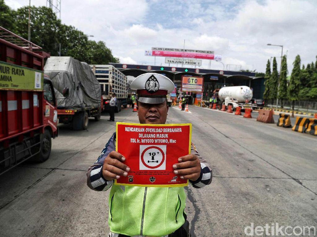Fakta Seputar Larangan Truk Obesitas di Jalan Tol Priok-Bandung