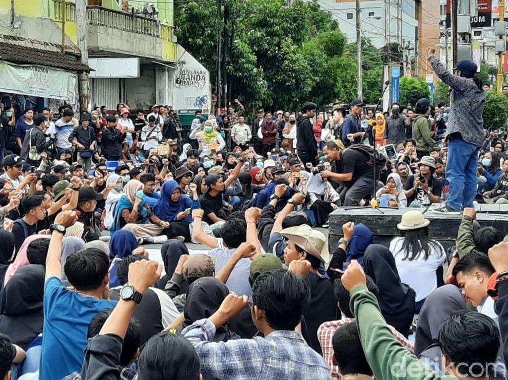 Di Gejayan Kembali Aksi Bersama, Kali Ini Menolak Omnibus Law Cipka