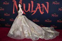 Filmnya Sempat Diboikot, Liu Yifei Pemeran Mulan Tampil Bak Putri di Premiere