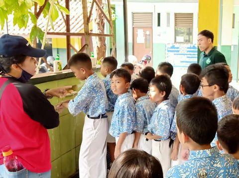 Sekolah Di Jakarta Diliburkan 2 Minggu, Ujian Nasional Senin Ditunda