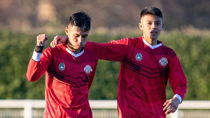 Pemain Garuda Select Arsa Ahmad dan Alfriyanto Nico