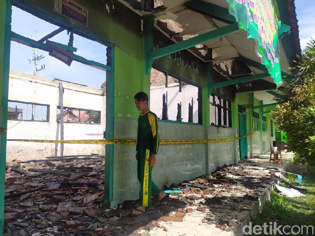4 Ruangan Sekolah Madrasah Aliyah di Mojokerto Terbakar, 23 Komputer Ludes