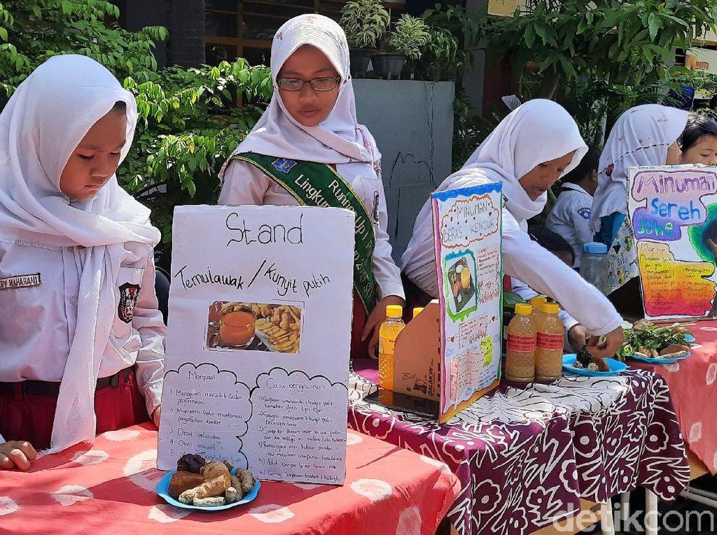 Ratusan Siswa SDN di Surabaya Gelar Bazar dan Jual Jamu Empon-empon