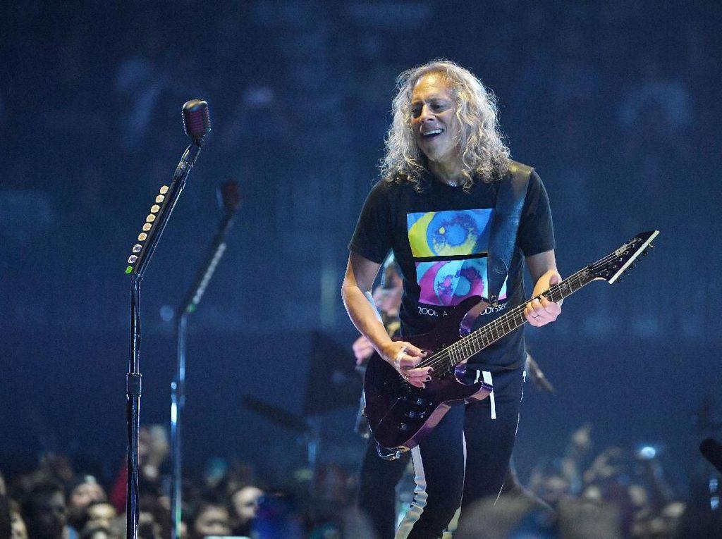 Yuk, Intip Koleksi Poster Horor Milik Gitaris Metallica