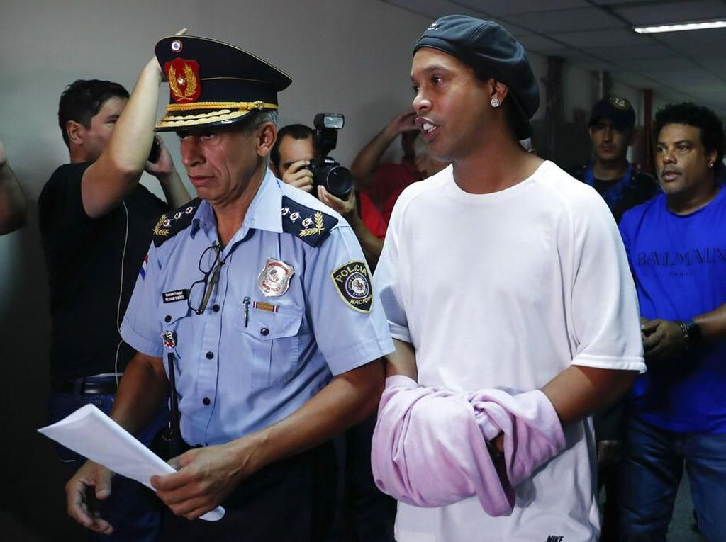 Ronaldinho Akhirnya Bebas Usai Ditahan 5 Bulan di Paraguay