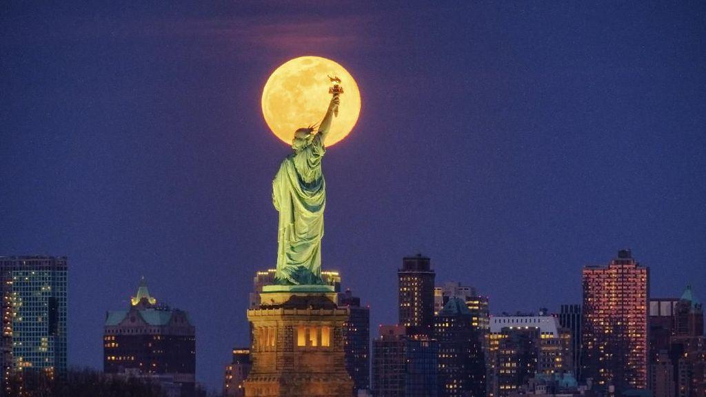 Terpukau Indahnya Fenomena Supermoon di Berbagai Belahan Dunia