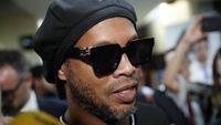 Bebas dari Penjara, Ronaldinho Langsung Pesta Bareng Model?