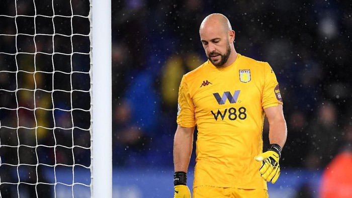 LEICESTER, ENGLAND - MARCH 09:  Goalkeeper, Pepe Reina of Aston Villa looks dejected after defeat in the Premier League match between Leicester City and Aston Villa at The King Power Stadium on March 09, 2020 in Leicester, United Kingdom. (Photo by Michael Regan/Getty Images)