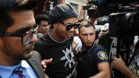 Doa Kuatkan Ronaldinho Saat di Dalam Penjara