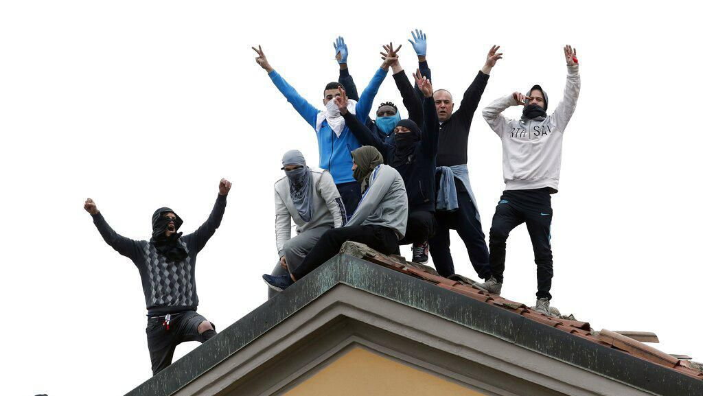 Tahanan Italia Protes Aturan Baru Cegah Corona di Penjara