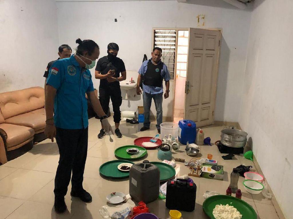 Menelusuri Rumah yang Dijadikan Pabrik Sabu di Jakarta Utara