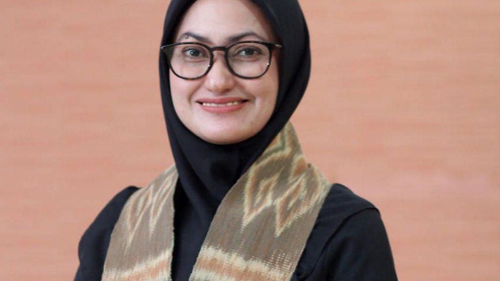 Gaya Hijab Indah Putri, Bupati Inspiratif Bantu Bangun Gereja & Pesantren