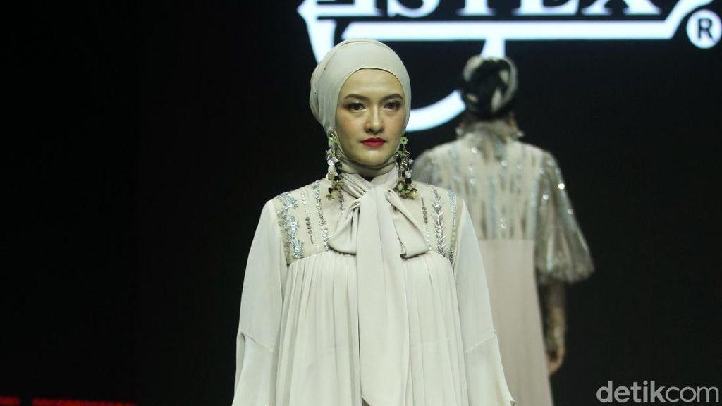 12 Koleksi Busana Muslim Terbaru Itang Yunasz untuk 2020