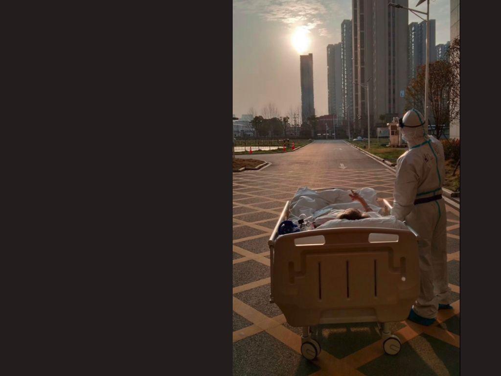 Viral, Momen Haru Dokter dan Pasien COVID-19 Menikmati Matahari Terbenam