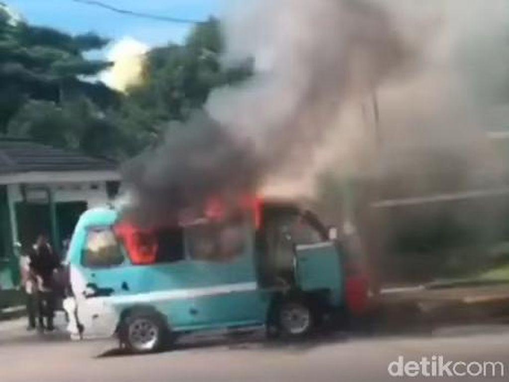 Pete-pete Terbakar Saat Angkut Penumpang di Makassar