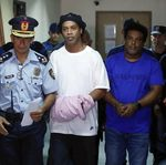 Ronaldinho Diupayakan Bebas dari Penjara, Kembali ke Barcelona?