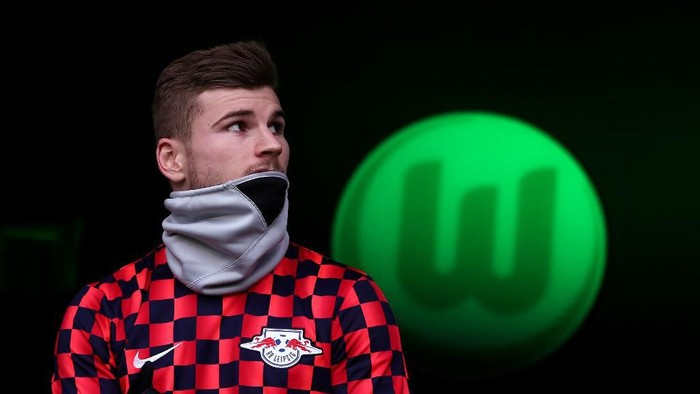 Leipzigs German forward Timo Werner arrives for the German first division Bundesliga football match between VfL Wolfsburg and RB Leipzig in Wolfsburg, northern Germany, on March 7, 2020. (Photo by Ronny Hartmann / AFP) / DFL REGULATIONS PROHIBIT ANY USE OF PHOTOGRAPHS AS IMAGE SEQUENCES AND/OR QUASI-VIDEO