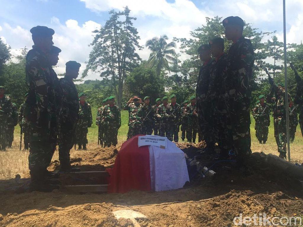 Isak Tangis Warnai Pemakaman Prajurit TNI Gugur Ditembak KKB Saat Wudu