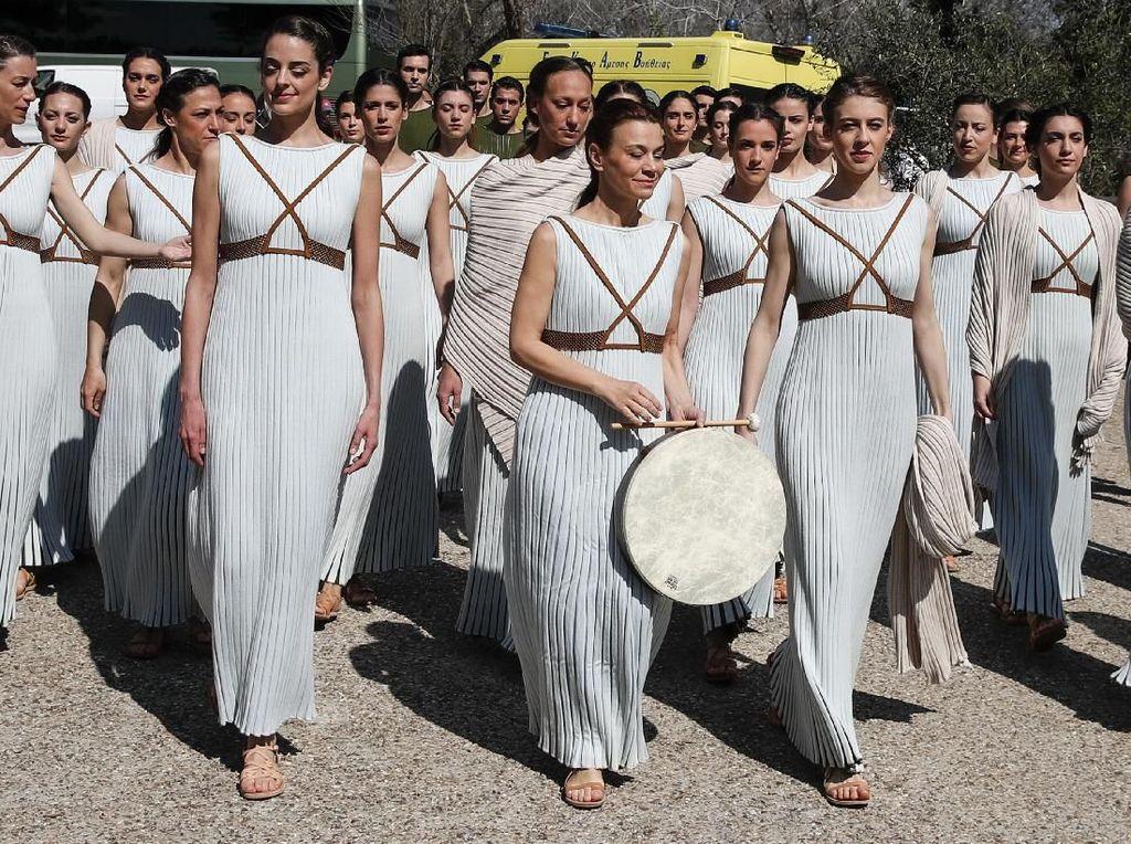 Pesona Dewi Yunani di Seremoni Penyalaan Obor Olimpiade