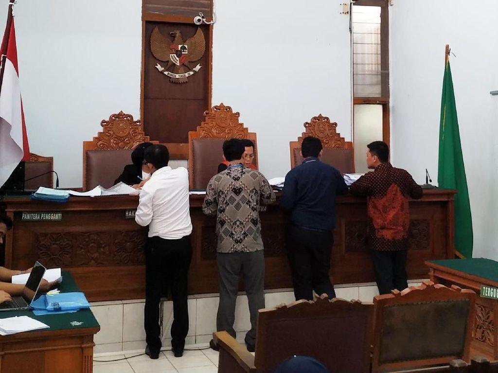 Buron KPK Eks Sekretaris MA Nurhadi Serahkan 129 Bukti di Praperadilan