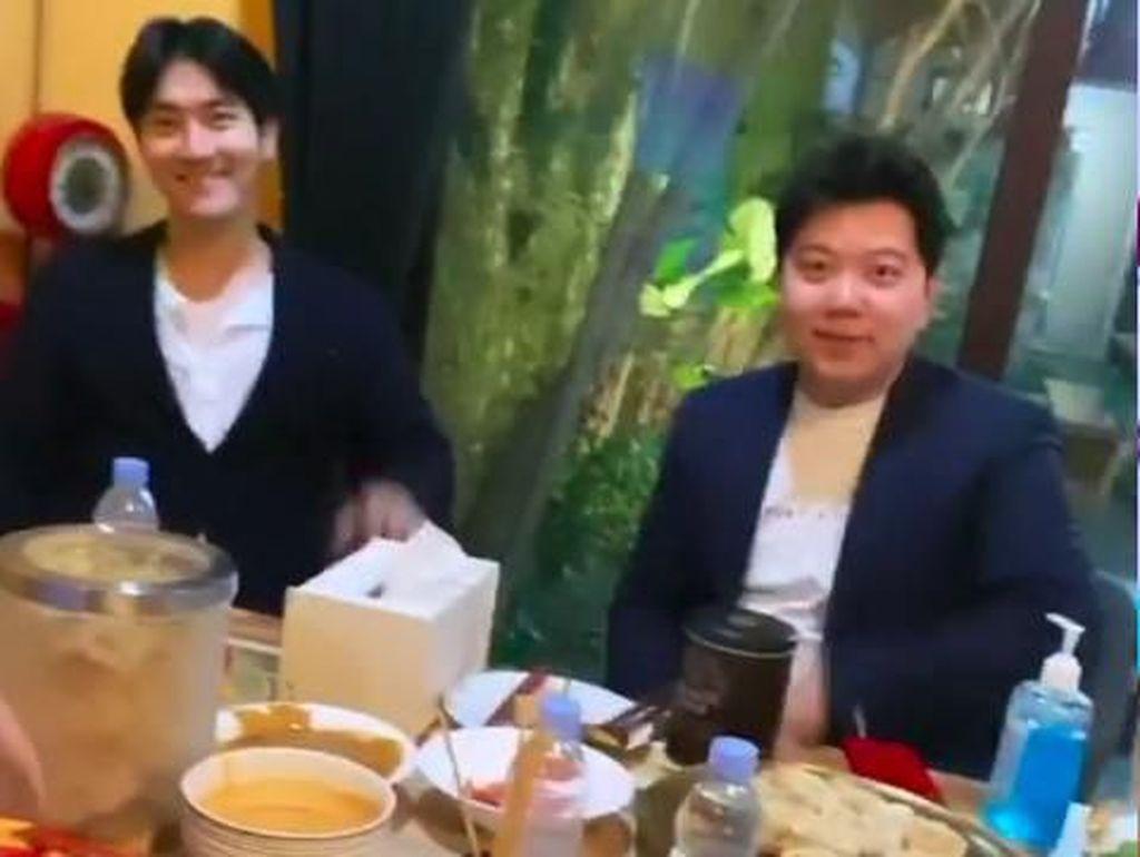 Main ke Rumah Raffi Ahmad, Siwon SuJu Makan Sate Ayam dan Tahu Sumedang